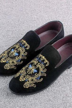 New Spring Men Velvet Loafers Party Embroidered Velvet Slippers Driving Moccasin